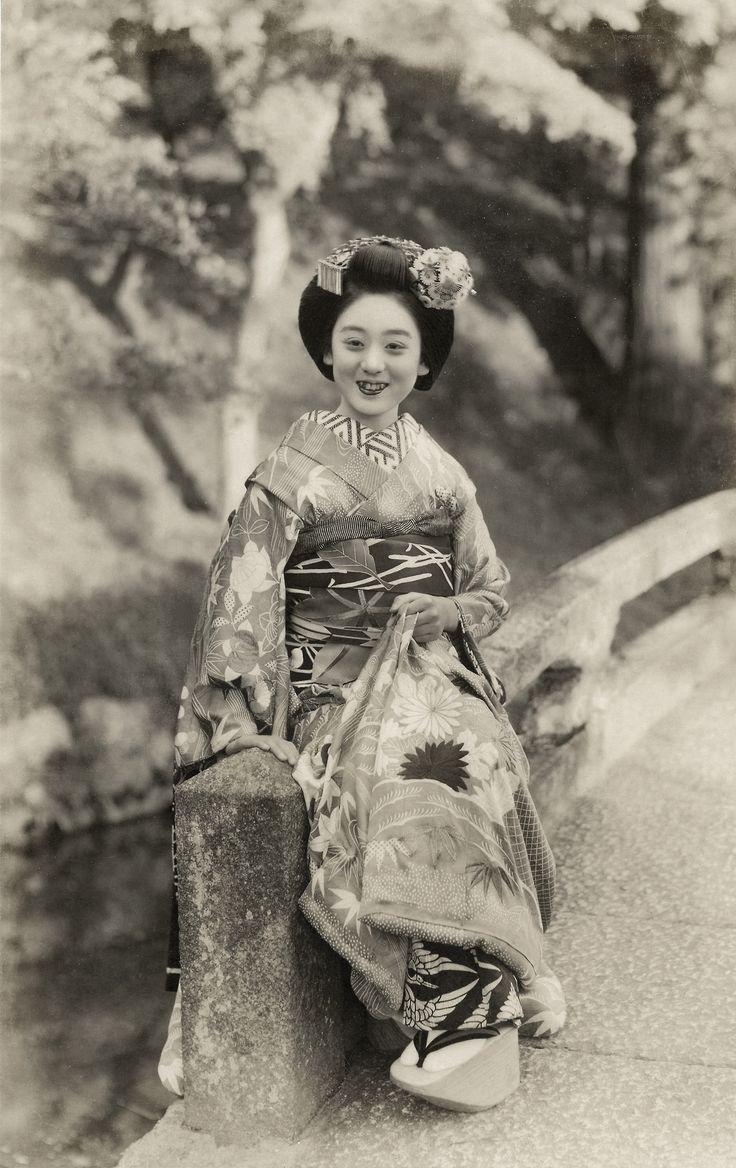 Beside a Wood 1938. Maiko (apprentice geisha) Hisazuru sitting on a bridge beside a wooded hillside. Text and image via Blue Ruin 1 on Flickr