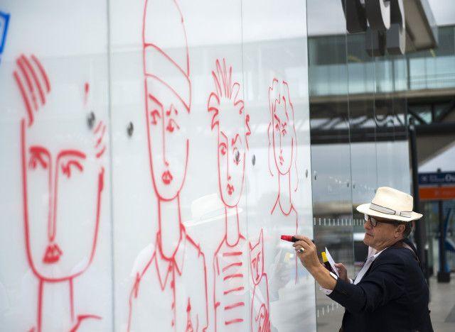 PHOTOS. Jean-Charles de Castelbajac redécore les murs de l'aéroport d'Orly