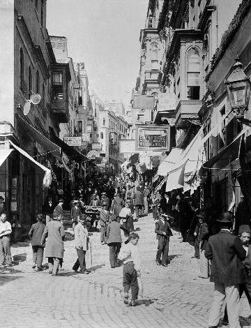 Sultan II.Abdülhamid fotoğraf arşivinden İstanbul'da hayat..Yüksekkaldırım, Karaköy