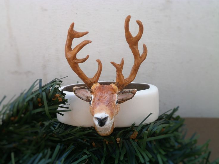 <Polymer clay deer bracelet>Stage 1. Wire armature for antlers. Stage 2. Covering with golden PC and curing. Stage 3. Making the bangle and curing. Stage 4. Rough head form with aluminum foil armature, beads for eyes and antlers in place; curing. Stage 5. Head details and curing. Stage 6. Golden blend on the inside of bangle. Stage 7. The dreaded painting with acrylics. Stage 8. Sanding, buffing, varnish.