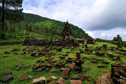 Gedong Songo Temple is a Hindu temple built during the reign of Sanjaya Dynasti in 8th-9th century, located on the sloop of Mount Ungaran, Bandungan, Semarang Regency, Central Java, Indonesia.  (by ghknsg548)