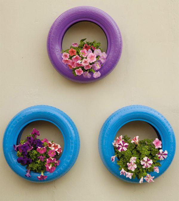 pneus na parede com flores reciclagem                              …