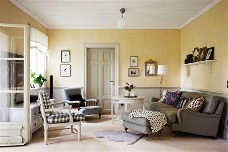 Vardagsrum med inredning i klassisk stil