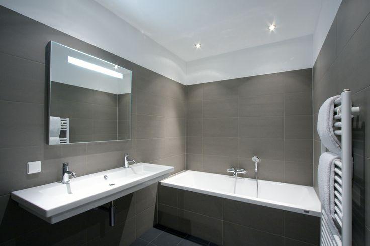 Badkamer tegels donker wit plafond hippe badkamer pinterest met - Donker mozaieken badkamer ...