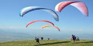 Just around two years prior the Tourism branch of Jammu and Kashmir presented Paragliding at Astanmarg close Srinagar, and gradually it is turning out to be very well known with the vacationers.