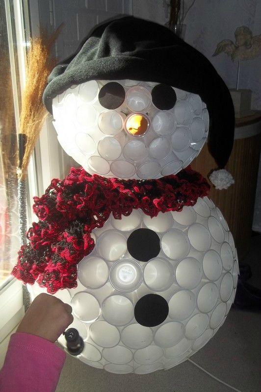 diy bonhomme de neige avec des gobelets, diy noel, diy déco de noel,                                                                                                                                                                                 Plus