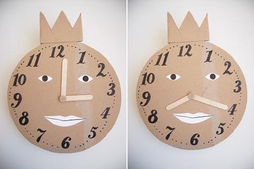 Manualidad con niños, reloj de cartón para aprender las horas