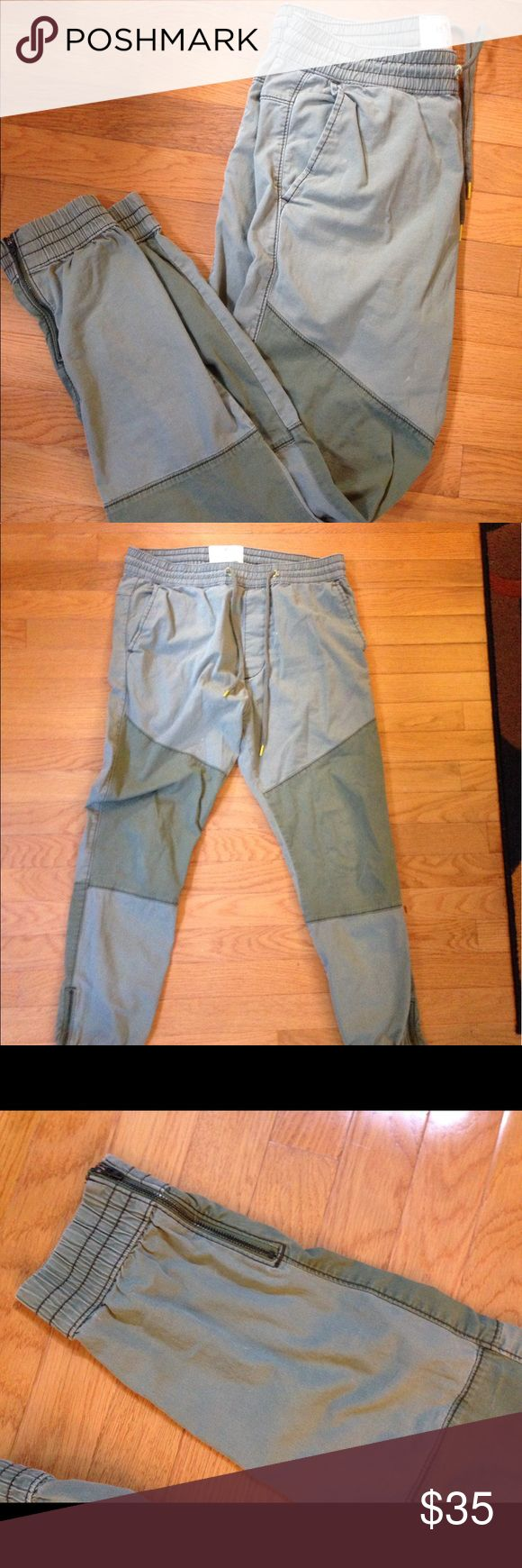 Hollister Cuffed Joggers with Ankle Zippers Slim olive joggers from Hollister. Comes with paneled legs and zippers on the ankles for an easily adjustable fit. 9/10 condition Hollister Pants Sweatpants & Joggers