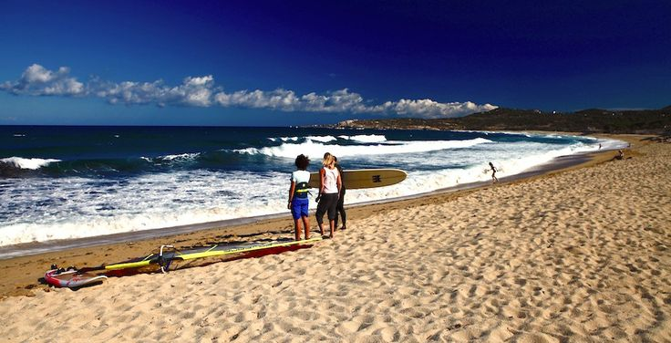 Algajola – Camping De La Plage, Strand in Algajola mit Wellen zum surfen