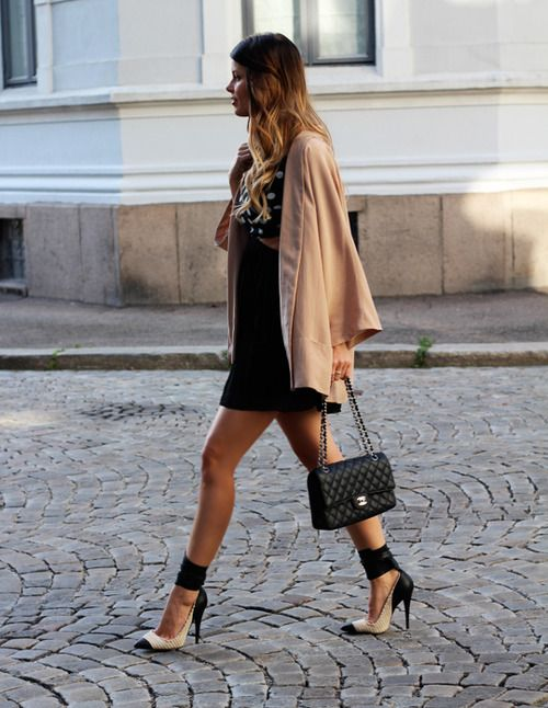 Hot Shoes, Fashion Shoes, Chanel Bags, Fashion Style, Fall Jackets, Black Outfit, As, Black Heels, Isabel Marant