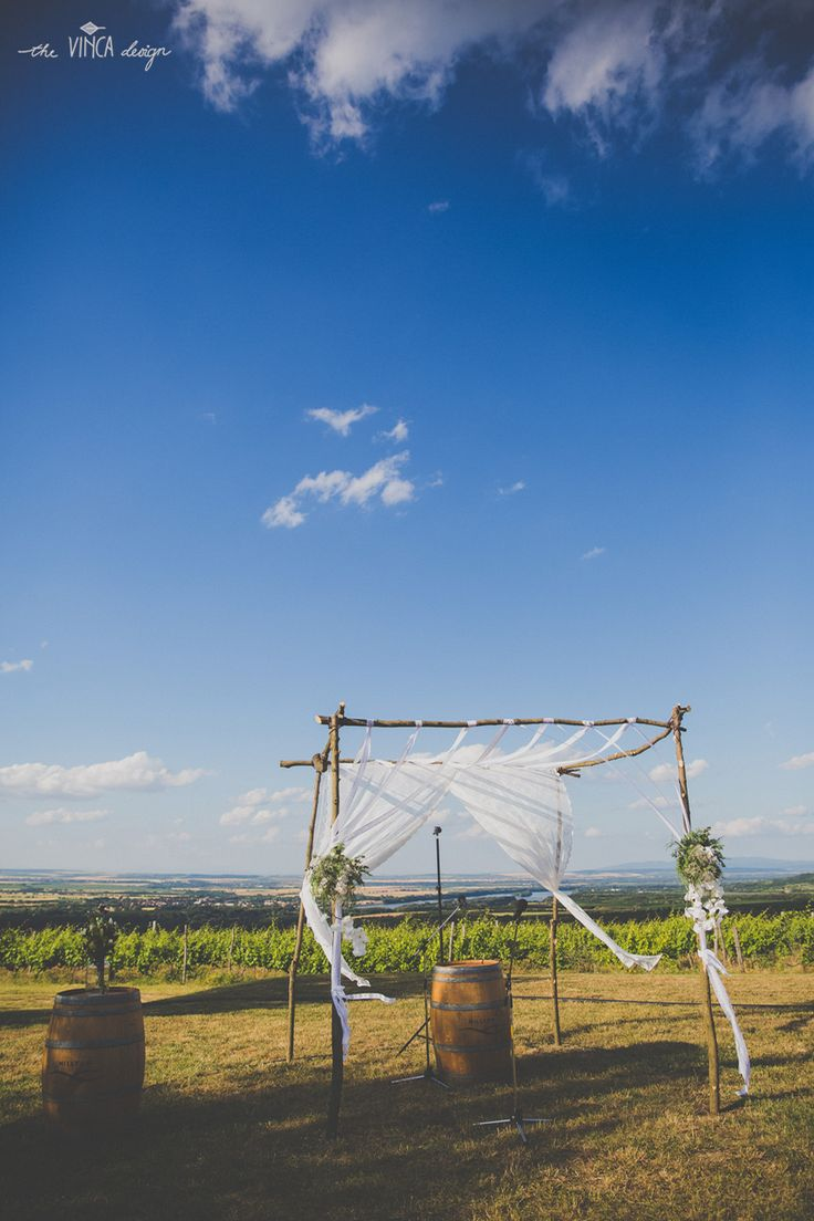 Vinca Design, France inspired wedding, wine country wedding, wedding arbor, ceremony decor // francia esküvő, borvidék, boldogságkapu