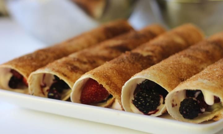 These delicious frozen fruit and yoghurt rolls start with plain flour tortillas and end up as a healthy snack that your kids will love. Pop them into their lunch box or serve them up after school for a healthy snack.