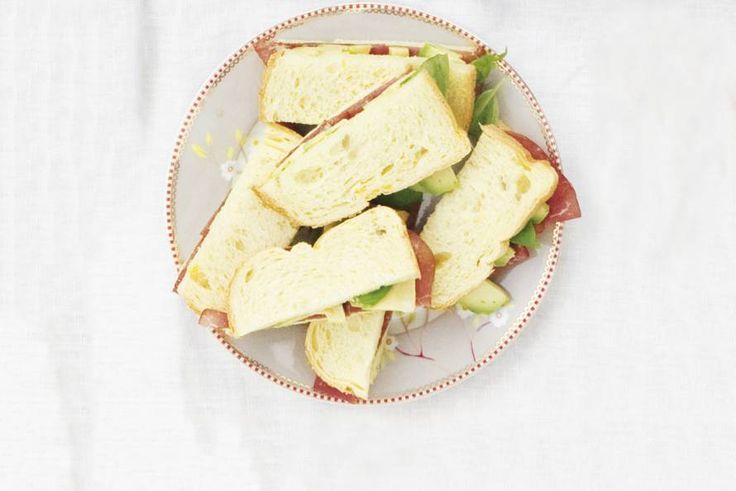 Kijk wat een lekker recept ik heb gevonden op Allerhande! Sandwich rookvlees-avocado