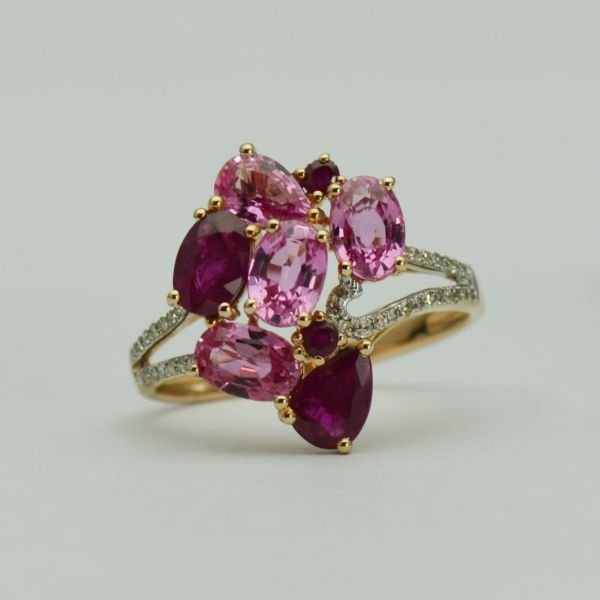 Inel din aur roz cu rubine, safire si diamante