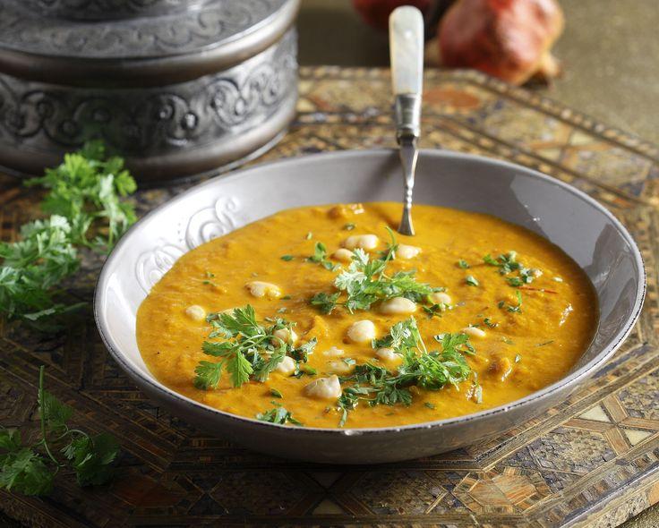 Σούπα Χαρίρα από τον Άκη Πετρετζίκη. Φτιάξτε την παραδοσιακή σούπα από το Μαρόκο με λαχανικά, μυρωδικά και ρεβίθια! Ιδανική για τις κρύες νύχτες του χειμώνα!