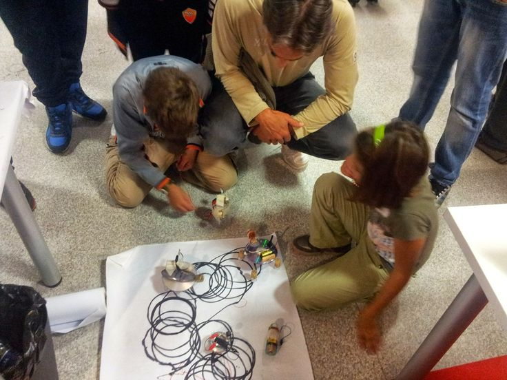 Giocando con gli ScaraBot / Playing with ScaraBot #makerfairerome #tinkering