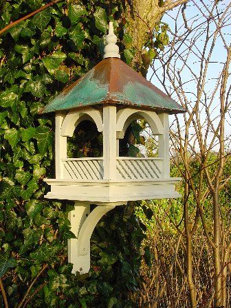LARGE BEMPTON HANGING BIRD FEED TABLE WITH COPPER ROOF (GREEN)
