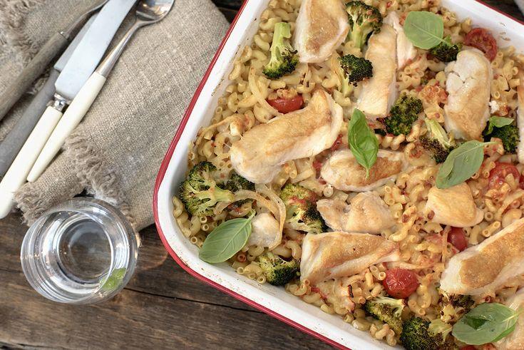Kyllingform med grønnsaker og makaroni.