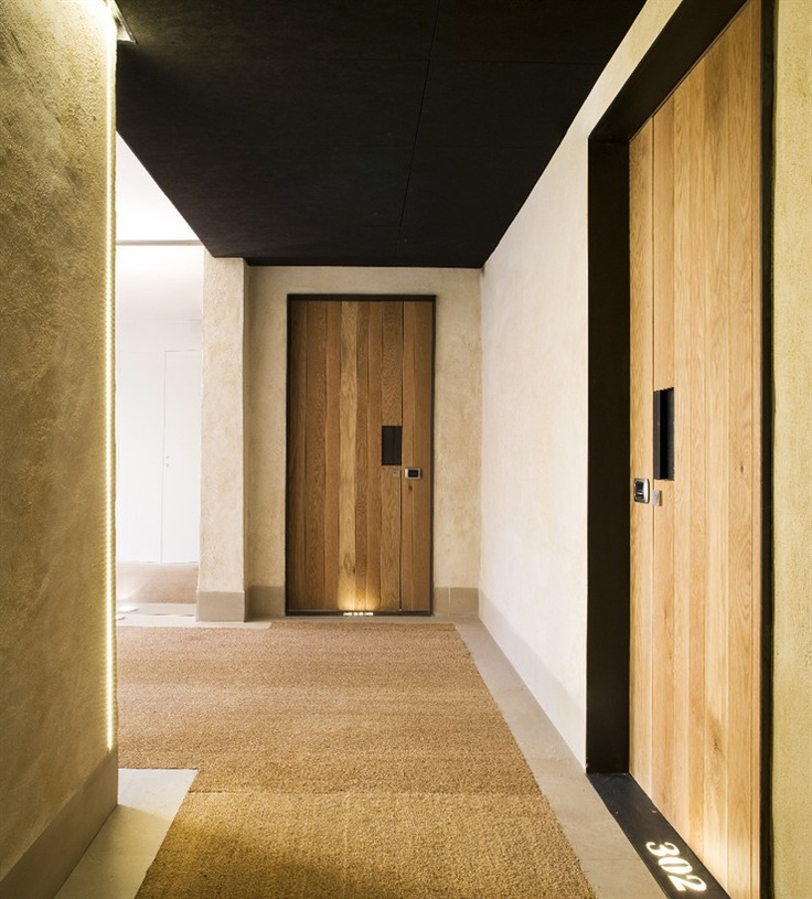 Fernando Alda - like the carpet inset and black framed entries