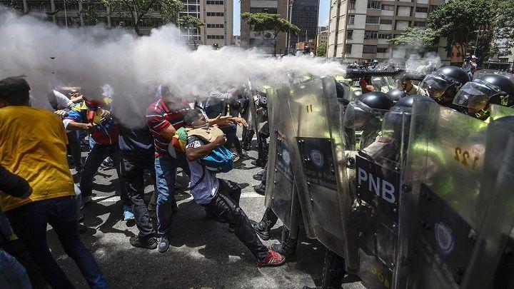Arde Venezuela: Régimen en picada arremete contra diputados. Asamblea avanza con las protestas