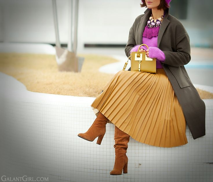 faux leather camel pleated Asos skirt , pleated skirt, Asos skirt, galant girl, Sophie Hulme tote bag,