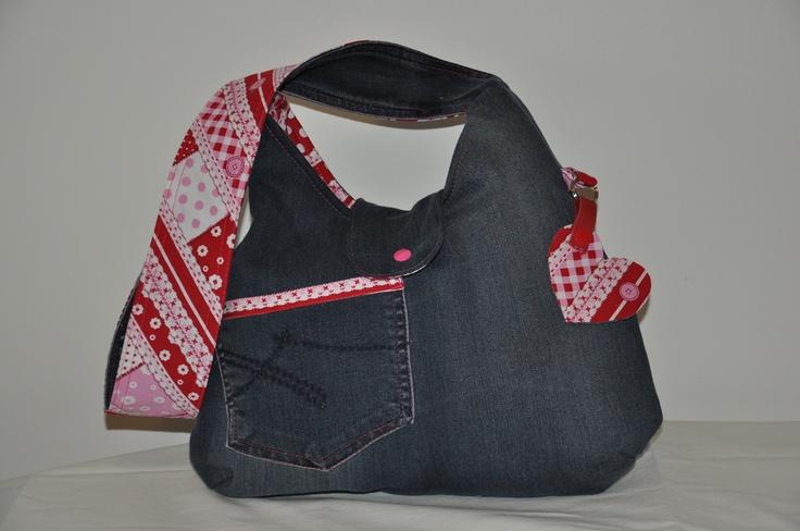 Phoebe bag gemaakt  van een oude spijkerbroek