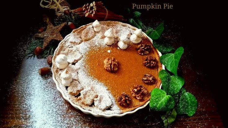 Balkabaklı pay içi pekmez veya maple şurupla tatlandırılmış, baharatlı ve tabanında fındık unu kullanılmış çok lezzetli ve muhteşem görünümlü bir pastadır. Özel sofralarınız için hazırlayabileceğiniz nefis bir tariftir.