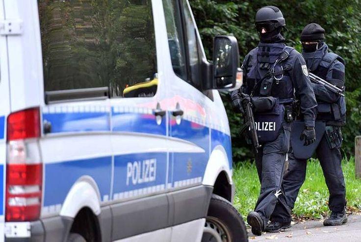 Sirio, suspeito de terrorismo, preso na Alemanha. A polícia alemã prendeu um refugiado sírio, pondo fim a uma caçada lançada pela descoberta de...