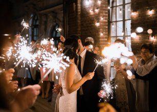 Бенгальские огни в завершение свадебного дня