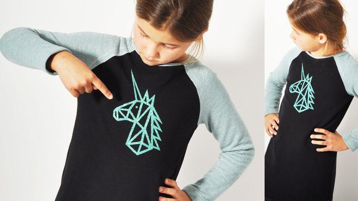 Meine Tochter liiiiiiieeeeebt ja Einhörner - fast noch mehr als Pferde. Leider gibt es (noch) keine Einhorn-Reitkurse... und leider ist sie (ihrer Meinung nach) mit ihren 9 - fast 10 - Jahren zu alt, um noch diese Baby-Einhorn-Stoffe zu tragen (Obwohl sie es nur zu gerne würde). Aber - hey…