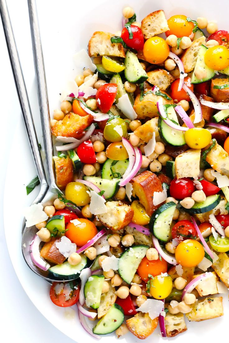 LOVE this easy panzanella recipe! It's full of cherry tomatoes, veggies, toasted buttery bread, chickpeas, basil, and tossed in a delicious Italian vinaigrette. Perfect for summertime! | gimmesomeoven.com (Vegetarian)