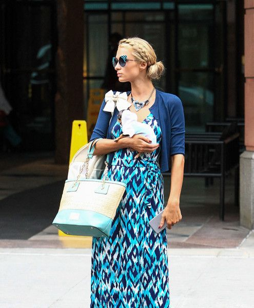 Paris Hilton Photos Photos - Paris Hilton spends time out and about with her tiny puppy on January 3, 2017. - Paris Hilton Is Seen Out With Her Puppy