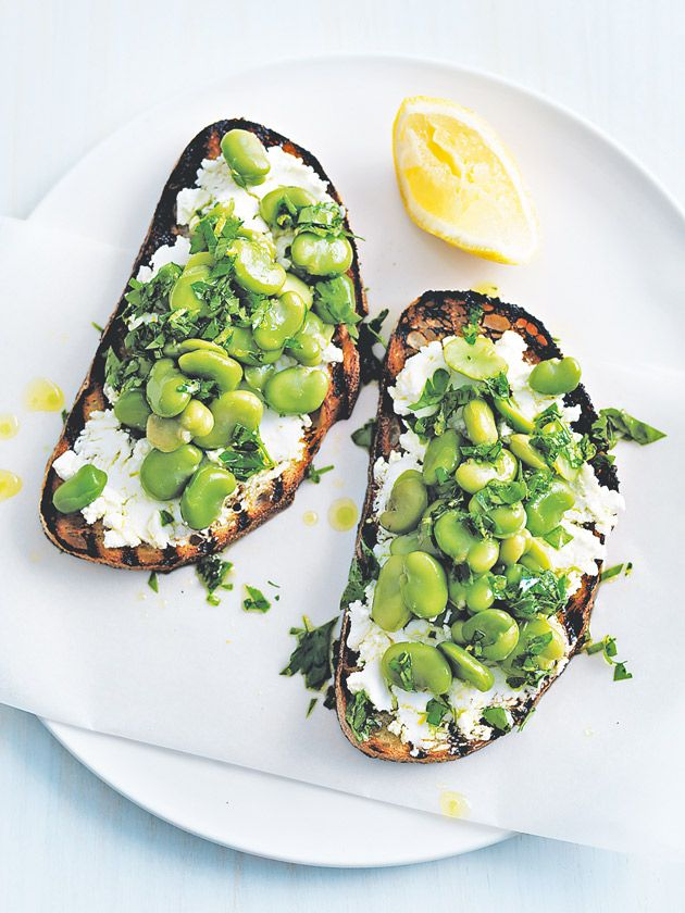 Broad bean bruschetta: A deliciously easy (+ filling) afternoon snack.