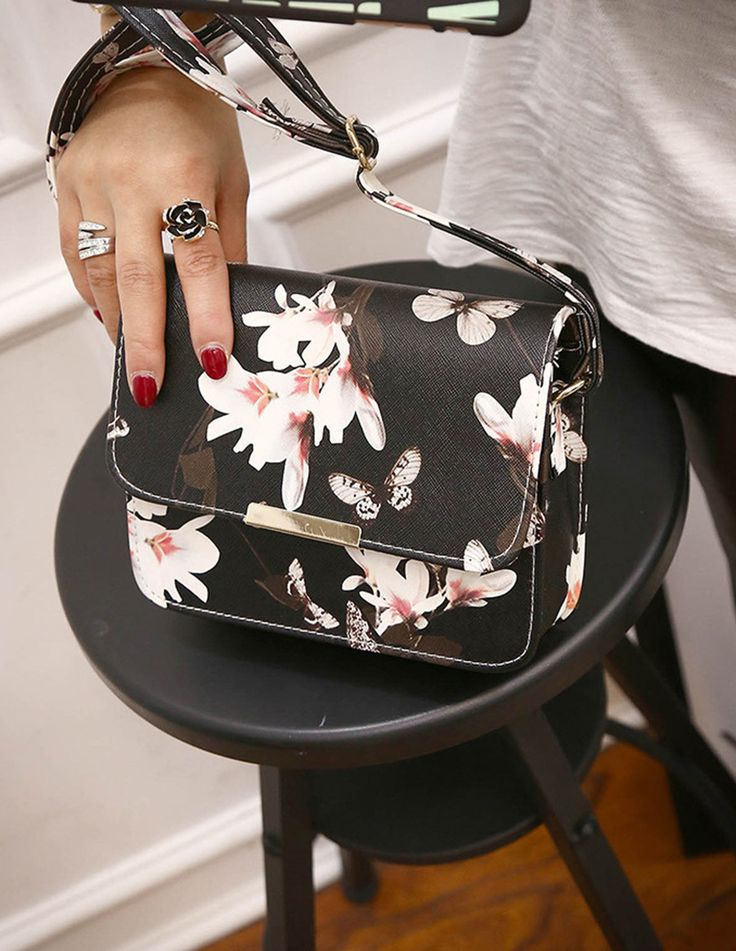 Description Type  Pattern type: Solid  Style:Casual Fashion Vintage  Main material:PU Leather  Size:19*15*6cm(approx)  Capacity: Small bag
