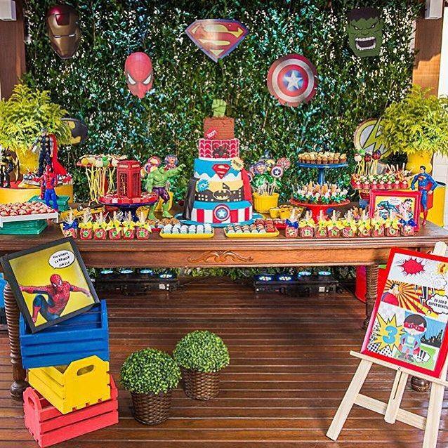 Festa infantil para meninos com tema super heróis muito bacana por @guardanaposdetecido  #kikidsparty