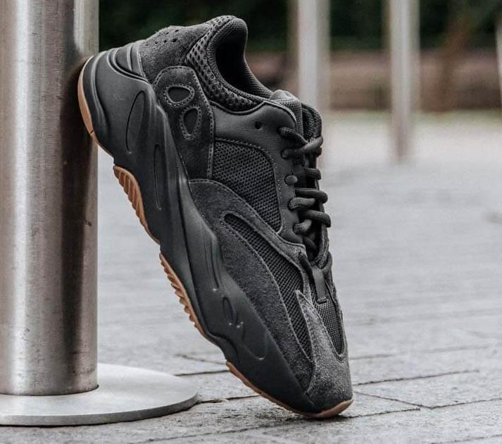Utility Black 700 V2 Kanye West Geode Static Men Running