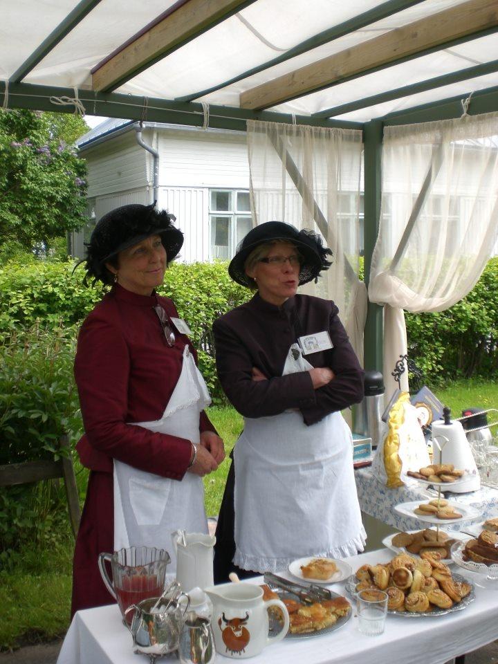 Ladies serving coffee during Öppna Portar-Avoimet Portit in Kristinestad, Finland