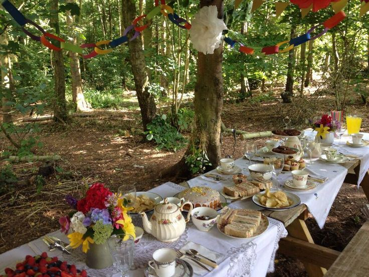 Sussex Shepherds Huts, Sussex. Fabulous vintage tea party in the woods with Wealden Vintage Crockery Company http://www.organicholidays.co.uk/at/2707.htm