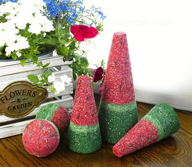 Cute & easy centerpiece idea for a summertime party or picnic -- DIY Sparkling Watermelon Centerpiece on CraftsnCoffee.com.