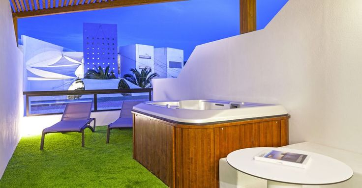 Suites hotel en Playa den Bossa. Palladium Hoteles y Resorts.