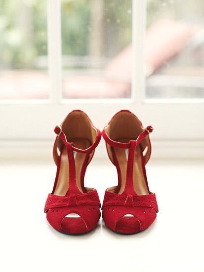 Красные бархатные туфли фото