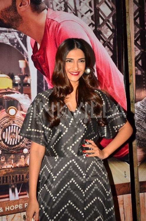 Sonam Kapoor Catches a Screening of 'Ki & Ka' With Other Bollywood Celebs! | PINKVILLA