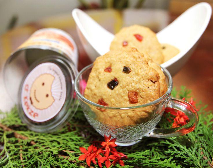 Hafer Cookies - Kue sehat dengan bahan dasar dari oatmeal yang sangat baik untuk menjaga kolesterol, memperlancar percernaan makanan, dan kaya akan serat yang baik untuk kesehatan jantung. Total kalori 920 kcal, Harga: Rp 63.000,- /box, Berat Netto: 250gr