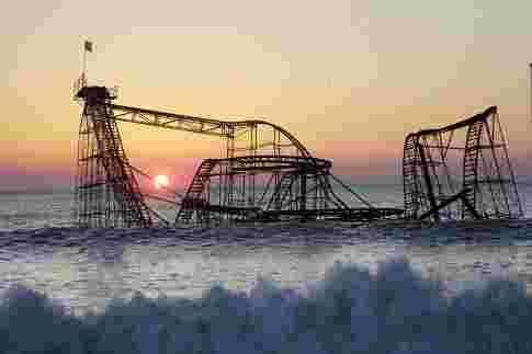 image de montagnes russes abandonnées dans la mer dans le new jersey