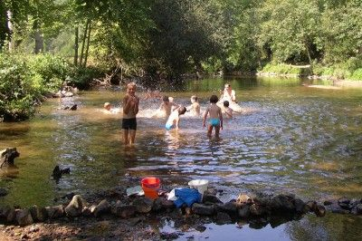 Camping Gorges du Chambon, zwembad en rivier Charente