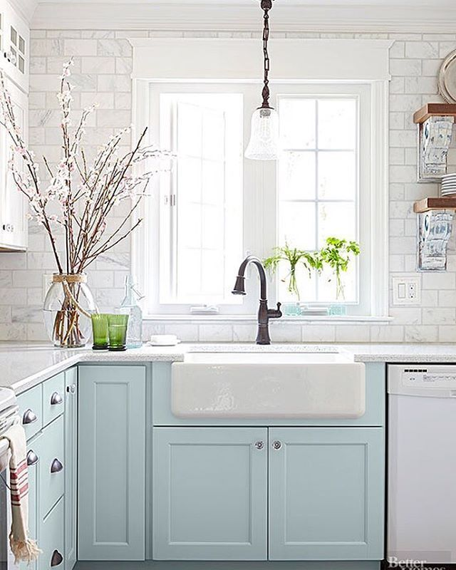 Small kitchens can be so adorable! I actually prefer a cozier sized space, they are so homey. Today on the blog I'm featuring some budget-friendly ideas for small kitchens no matter what style you love! I ❤️ this cottage kitchen by @prettyhandygirl 😍 via @betterhomesandgardens Find the post via the link in my profile >http://theinspiredroom.net/2016/05/12/ideas-for-small-and-budget-friendly-kitchens/ #smallkitchen #kitchenideas