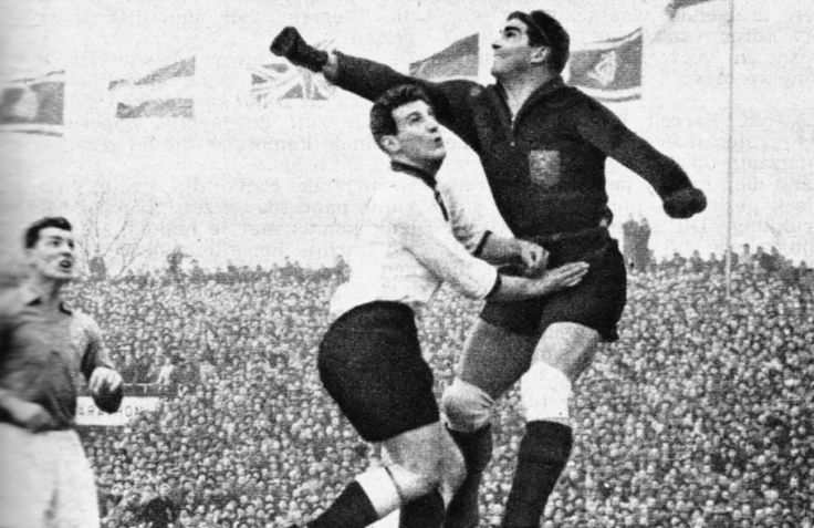 Een andere doelverdediger is Frans de Munck, goed voor 31 interlands. Met zijn zwarte haren en katachtige reflexen ontkwam hij niet aan de passende bijnaam De Zwarte Panter. De Munck versleet veel Nederlandse clubs, met 1. FC Köln als verdwaald uitstapje over de grens. In 1960 nam de goalie afscheid van Oranje met een 2-1 nederlaag in de vriendschappelijke wedstrijd tegen België.