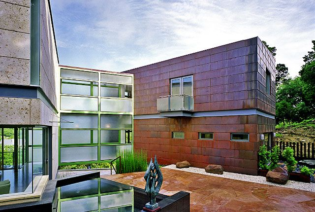 Courtyard of modern home in austin tx designed by for Modern homes austin texas