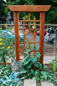 Charming Garden Trellis: Elegant Asian Design