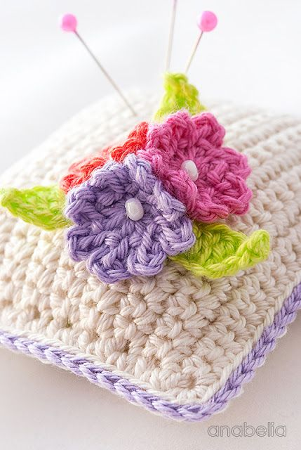 Small flowers crochet pincushion, Anabelia - #crochet #flower #pincushion